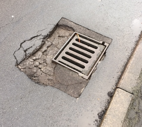 drain-collapsing-in-cemetery-lane-2